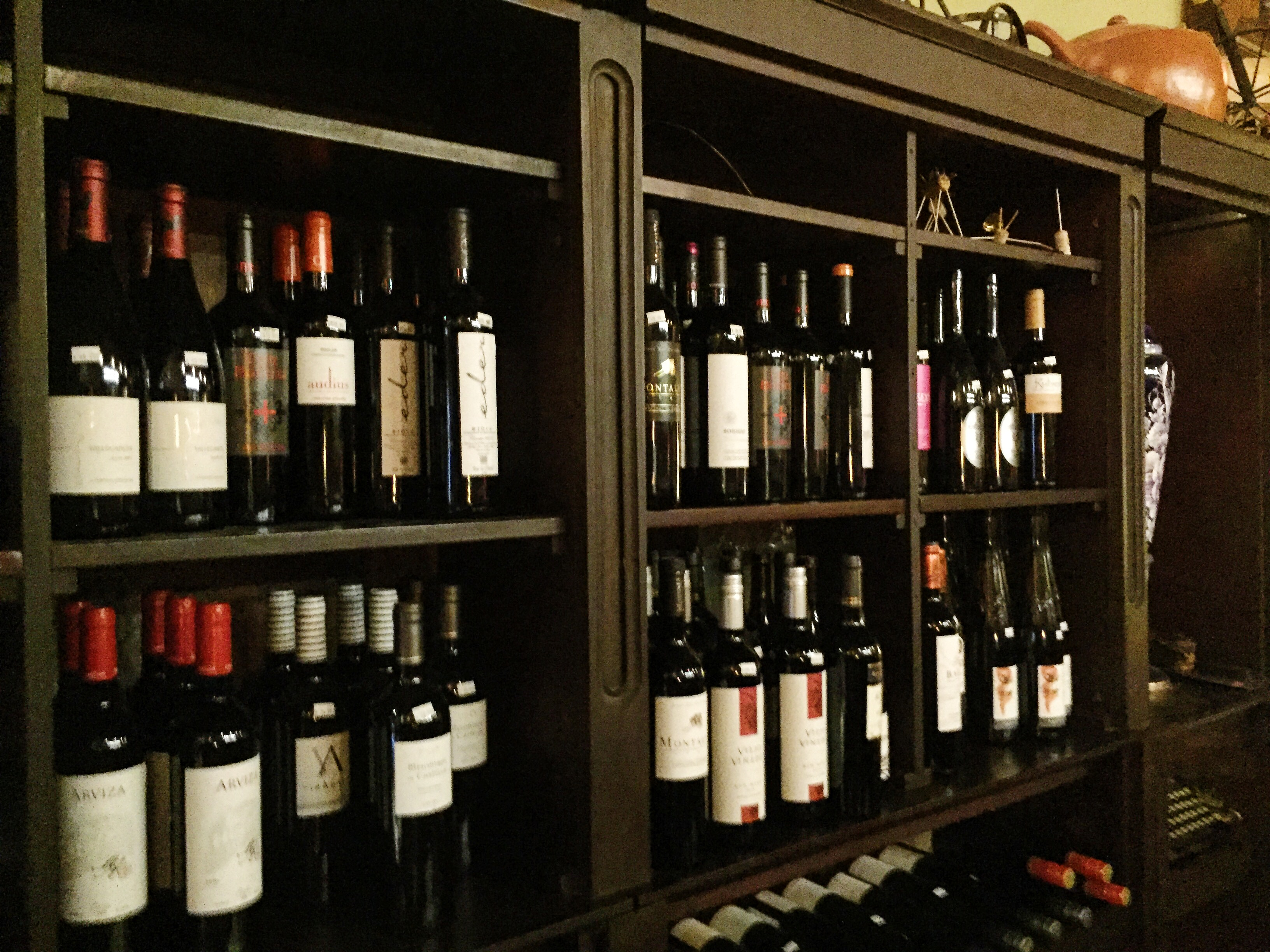 lekoke-wine-shelves